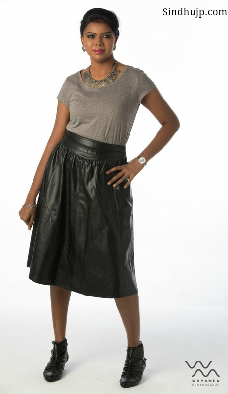 leather skirt with tee shirt
