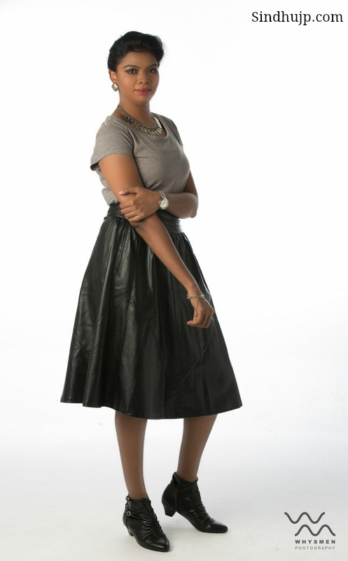style a leather skirt